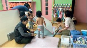 Getting children ready for naptime at Kotoen.